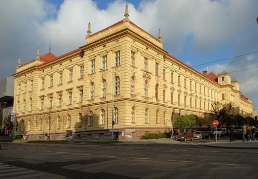 Kancelář a učebny SPŠ Strojnická, Sokolská 1, Brno