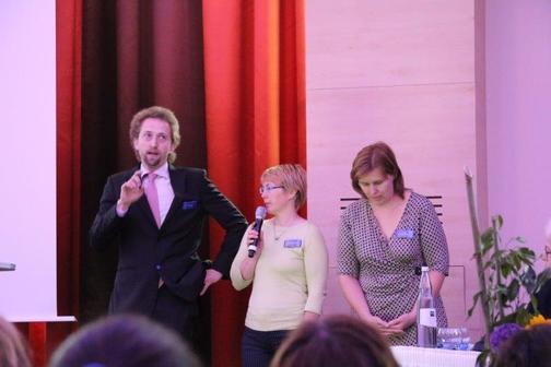tlumočení na mezinárodním sympoziu v Kolíně - červen 2017 (diskuze po příspěvcích Mgr. Jeviče a MUDr. Šrámkové - Zkušenosti s Vojtovou terapií u dětských onkologických pacientů + Časná a pozdní toxicita léčby v dětské onkologii)